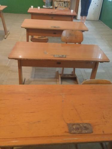 Reconditionare mobilier scolar - banci si scaune