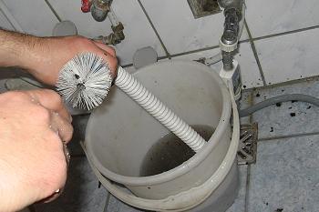 Curatare racord flexibil - sifon - chiuveta baie