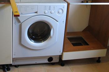 Masina de spalat incastrata in mobila de bucatarie