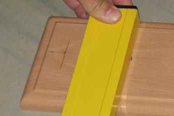 Masurarea blatului pentru verticalitate
