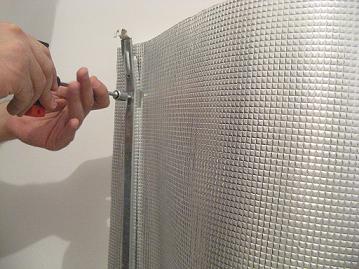 Cum se monteaza brida de prindere a caloriferului de perete