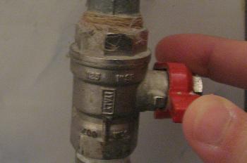 Oprirea apei de la robinetii de trecere