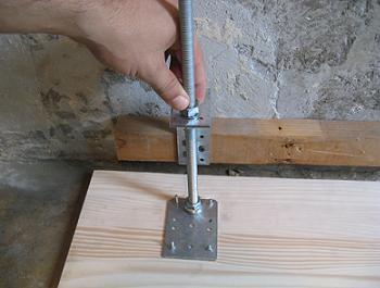 Reglaj pe verticala cu ajutorul tijei filetate