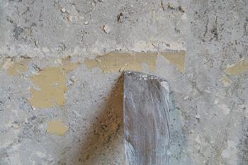 Curatarea peretilor cu spaclul