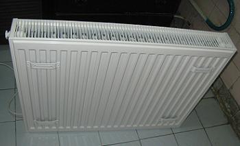 Pregatirea radiatorului nou de otel pentru montarea in bucatarie