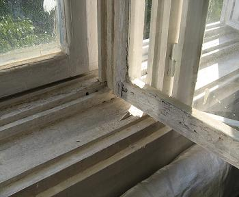 Scoaterea ramelor de geamuri din balamale in etapa initiala