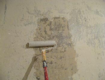 Cum se aplica amorsa pe pereti