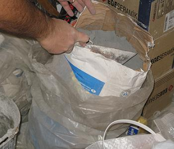 Desfacem sacul de adeziv Ceresit CM11 sau CM17