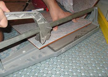 Pregatirea placii pentru taiatura cu masina de taiat gresie si faianta