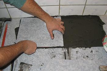 Montarea placii de gresie in baie