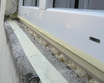Tocul din PVC fixat cu spuma