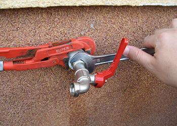 Cums e monteaza robinetul de gradina