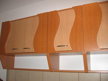 Dulapurile suspendate ale mobilei de bucatarie