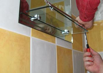 Montare etajera oglinda de baie
