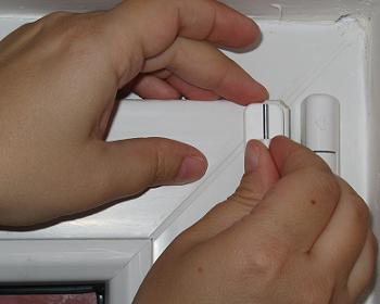 Prindere suport sina pentru perdea de geam de baie