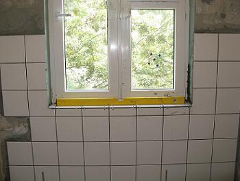 Aplicarea simetrica fata de fereastra a placilor de faianta