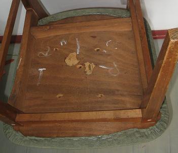 Tapiterie fixata in capse