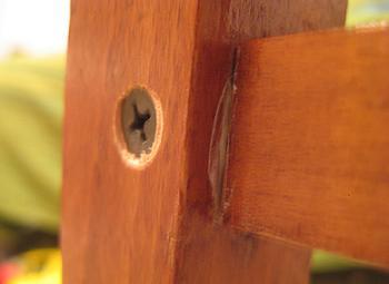 Cap de surub folosit pentru fixarea scaunului de sufragerie