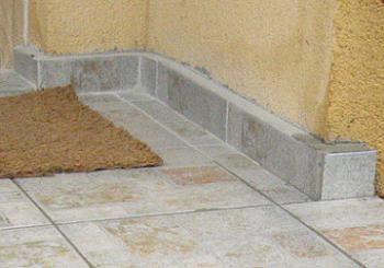 Plinta din gresie pentru scarile exterioare