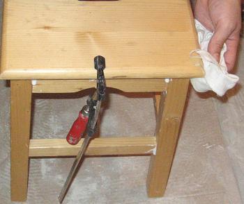Stergem aracetul de pe scaunul de bucatarie