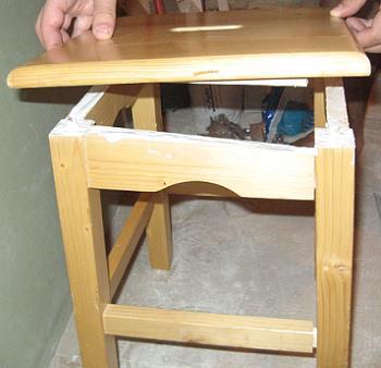 Presam suprafetele scaunului