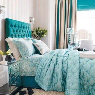 Dormitor shabby chic cu pat cu tablie albastra