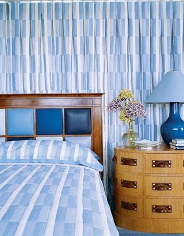 Stil retro cu noptiere rotunjite si tablie de pat tapitata cu piele albastra