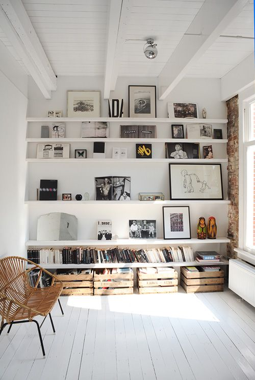 Biblioteca pe perete