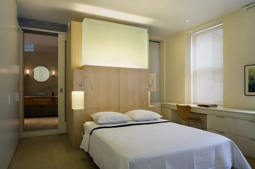 Idee pentru decorarea unui dormitor mic cu culori calde