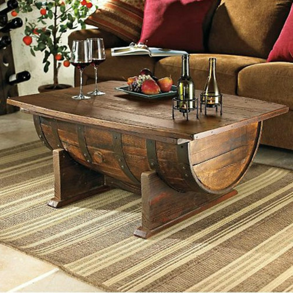 Masa rustica pentru sufragerie realizata dintr-un butoi de vin