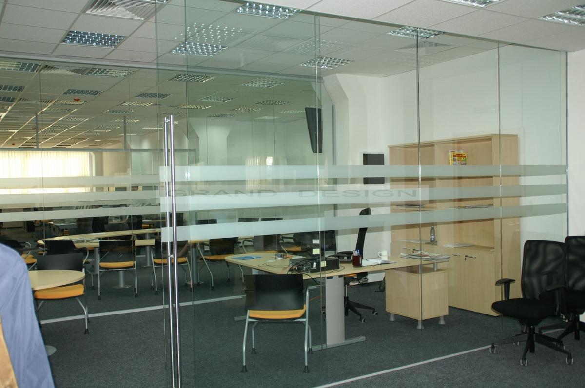 pereti din sticla pentru amenajarea biroului