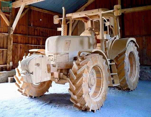 Un tractor adevarat realizat numai din lemn o adevarata opera de arta in lemn