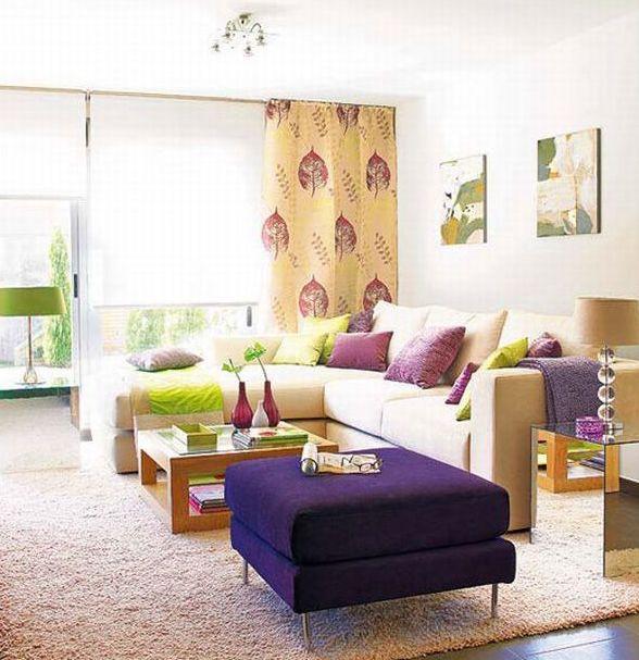 Canapea de colt galbena cu perne decorative lila si taburet mov inchis