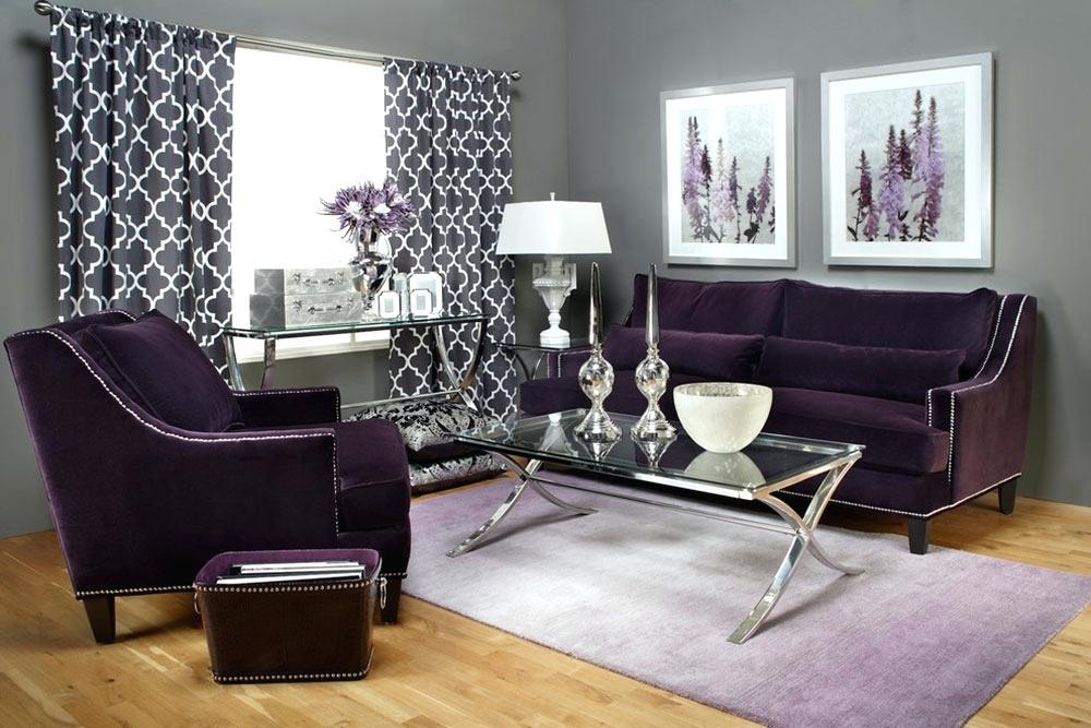 Canapea si fotoliu mov inchis din catifea si draperie cu imprimeu alb-negru