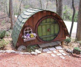 Cusca de caini in forma de casa de hobit