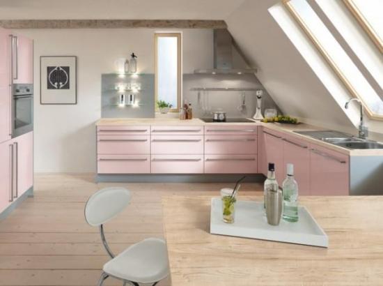 Bucatarie cu mobila roz pastel