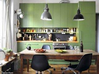 Bucatarie rustica cu mobilier vernil