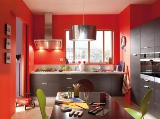 Bucatarie superba cu mobila wenge si pereti zugraviti in rosu aprins - Mur rouge ...