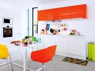 Mobila de bucatarie portocaliu fosforescent