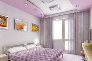 Dormitor amenajat cu lila si alb si scafe lila cu leduri pe marginea tavanului