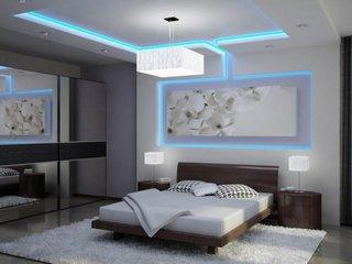 Dormitor cu scafe din rigips si benzi led luminate
