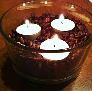 Aranjament decorativ cu lumanari si cafea