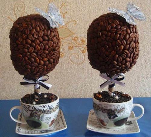 Aranjament pentru masa cu ceasca espresso si boabe cafea