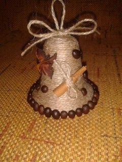 Clopotel din sfoara decorat cu cafea