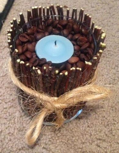 Lumanare decorativa din crengute si boabe de cafea