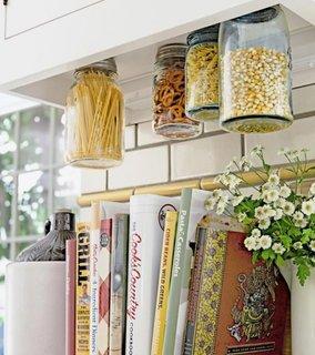 Eibereaza-ti bucataria de pungile si cutiile inutile si recicleaza borcanele nefolositoare
