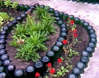 Sticle reciclate in gradina