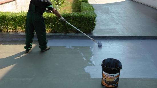 Aplicare solutii pentru hidroizolatie pe terasa