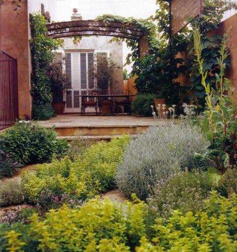 Idee pentru amplasrea plantelor in gradina sau pe terasa