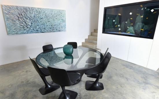 Sala de intalnire cu acvariu in perete
